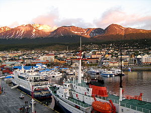 300px-Ushuaia_port (1)
